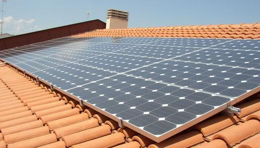 Pannello Solare Per Uso Domestico : Come installare il fotovoltaico domestico con fai da te